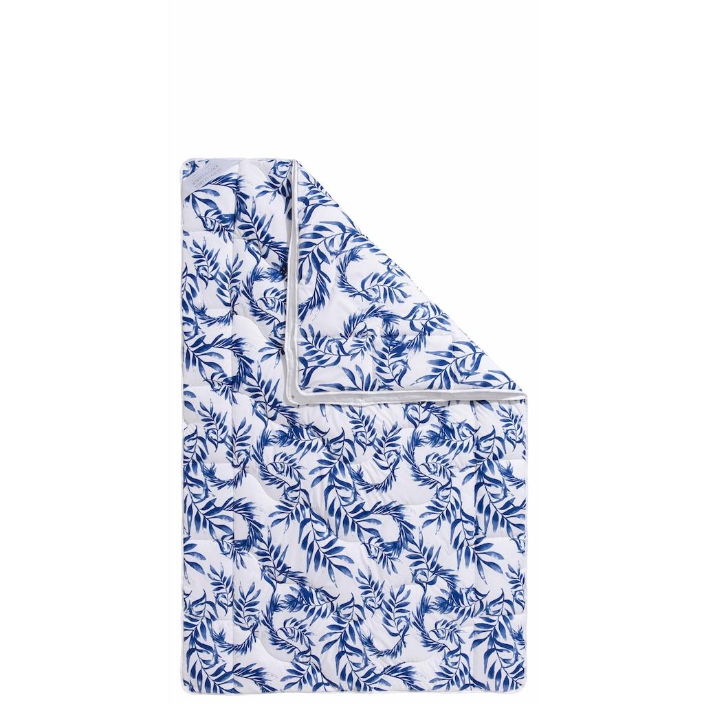 Guido Maria Kretschmer Home&Living Kunstfaserbettdecke »Blue leaves«, 4-Jahreszeiten, Füllung 100% Polyester, Bezug 100% Polyester, (1 St.), Wende-Bettwaren