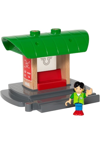 BRIO® Spielzeugeisenbahn-Gebäude »BRIO® WORLD Bahnhof mit Aufnahmefunktion«, FSC®-Holz aus gewissenhaft bewirtschafteten Wäldern kaufen