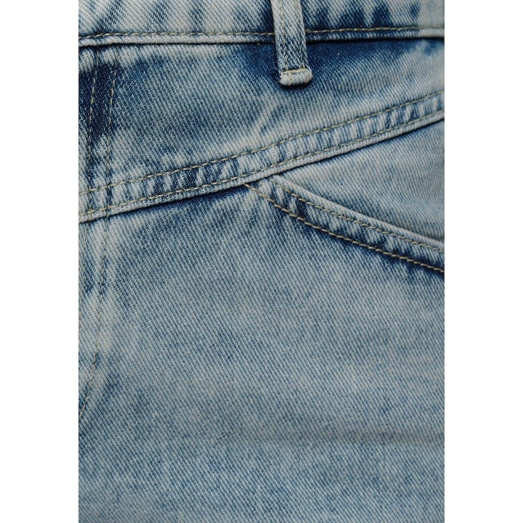 Only Shorts »ONLFUTURE«, mit leichten Destroyed Effekten