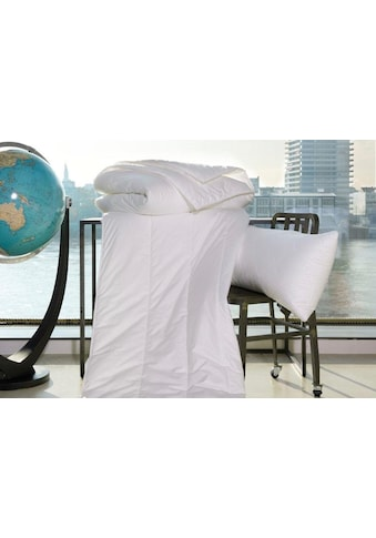 Centa-Star Kunstfaserbettdecke »Famous«, leicht, Bezug 100% Baumwolle, (1 St.), Bezug... kaufen